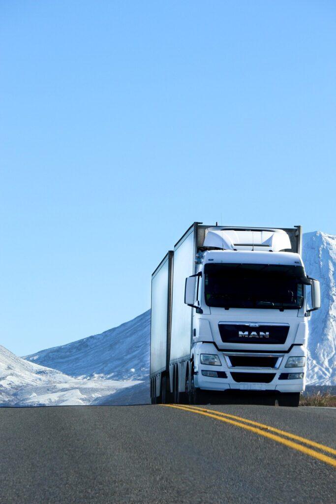 jadąca ciężarówka
